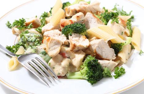 3. Garlic Chicken & Broccoli Pasta